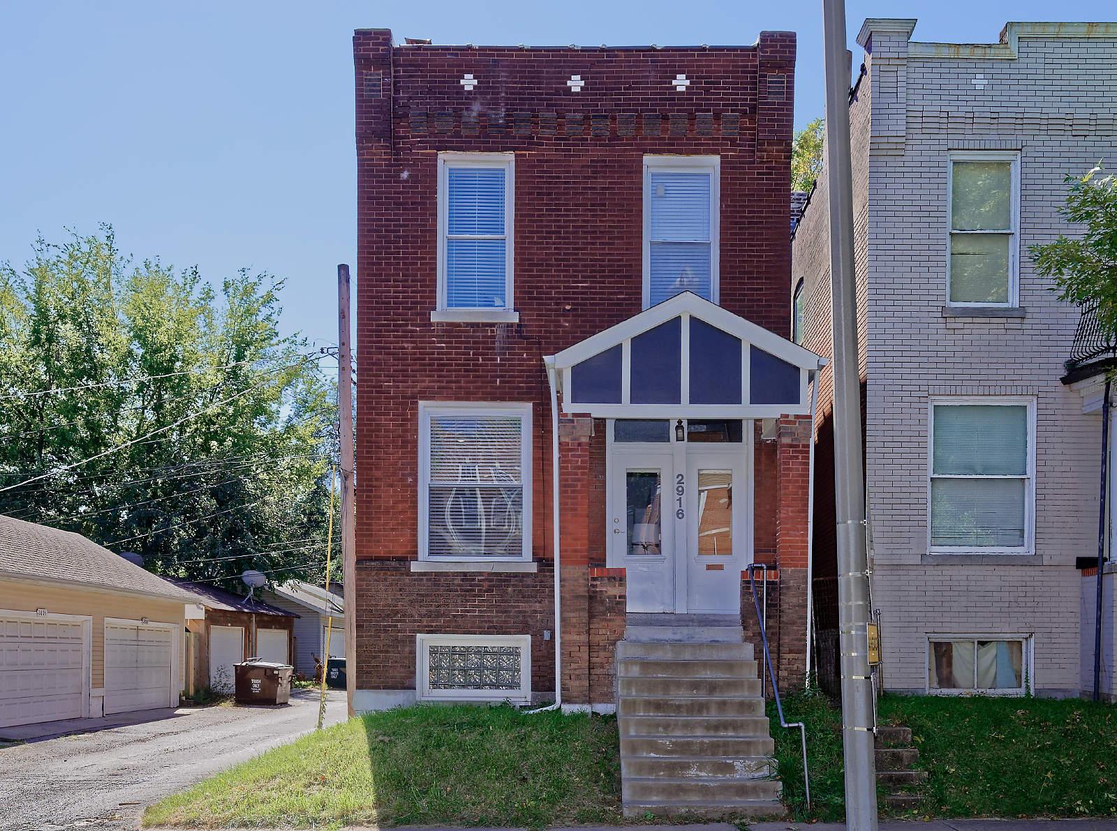 2916 Sidney St, St Louis 63104-1744