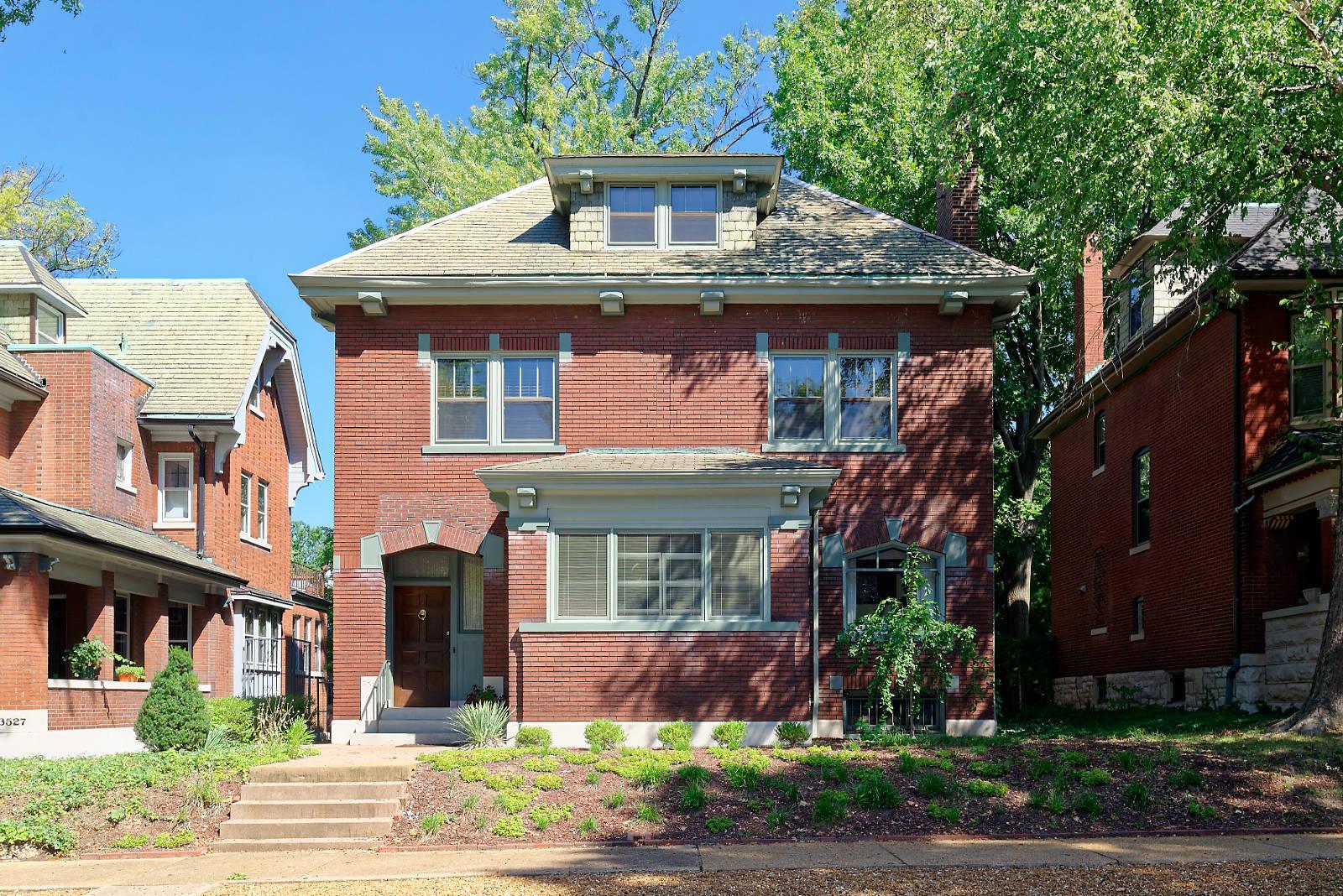 3525 Crittenden St, St Louis 63118-1107